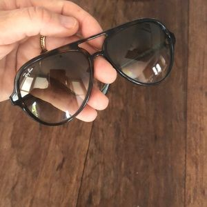 Ray ban Sunglasses. Cats 5000. plastic aviators.